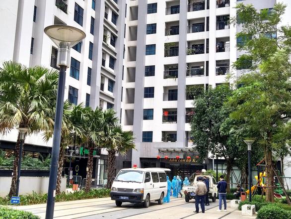 Hà Nội đang tạm phong tỏa chung cư có người Hàn Quốc tử vong, phòng COVID-19 - Ảnh 1.