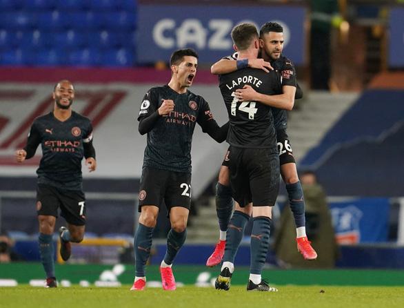 Thắng thuyết phục Everton, Man City bỏ xa Man Utd 10 điểm - Ảnh 3.