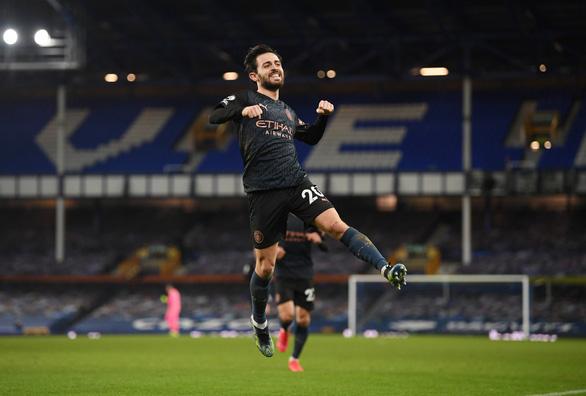 Thắng thuyết phục Everton, Man City bỏ xa Man Utd 10 điểm - Ảnh 4.