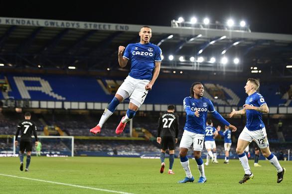 Thắng thuyết phục Everton, Man City bỏ xa Man Utd 10 điểm - Ảnh 2.