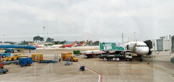 Hãng bay miễn phí vận chuyển thiết bị y tế, y bác sĩ chi viện Hải Dương - Ảnh 1.