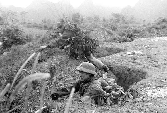 Phóng viên chiến trường hồi ức quân dân biên giới anh dũng chống quân Trung Quốc ngày 17-2-1979 - Ảnh 1.