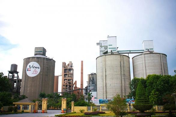 Phong tỏa công ty xi măng Hoàng Thạch sau khi 1 công nhân dương tính với COVID-19 - Ảnh 1.