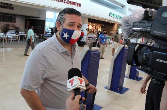 Dân Mỹ kêu gọi thượng nghị sĩ Ted Cruz từ chức vì đi nghỉ mát - Ảnh 2.
