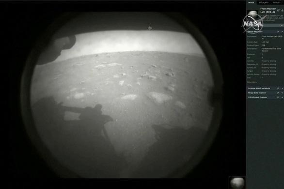 Tàu thăm dò Perseverance hạ cánh sao Hỏa sau 7 phút kinh hoàng - Ảnh 2.