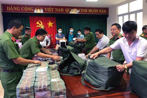 Khởi tố 33 bị can vụ buôn lậu, pha chế 2,7 triệu lít xăng giả - Ảnh 1.