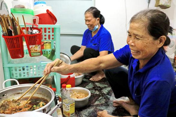 Tết ở lại với Sài Gòn, nghĩ về hạnh phúc sớm mai - Ảnh 1.
