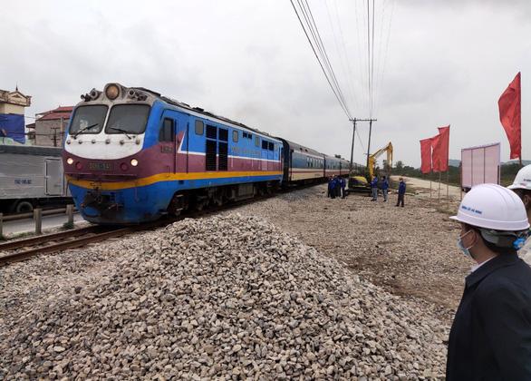 Hoàn thành các dự án 7.000 tỉ đồng nâng cấp đường sắt trong năm 2021 - Ảnh 1.