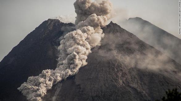 Núi lửa mạnh nhất thế giới phun trào gây hàng trăm trận động đất nhỏ - Ảnh 3.