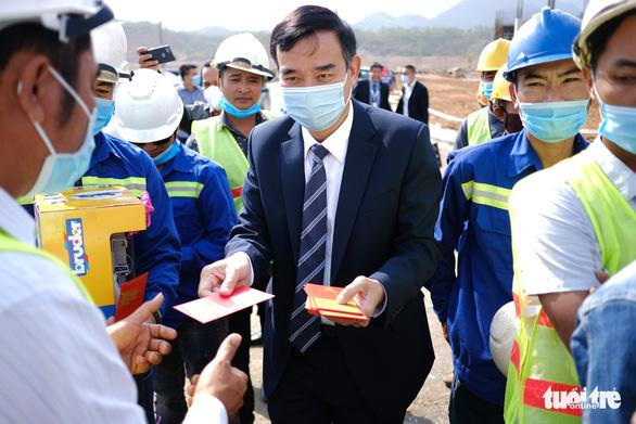 Chủ tịch Đà Nẵng cam kết hỗ trợ nhà đầu tư tối đa - Ảnh 1.