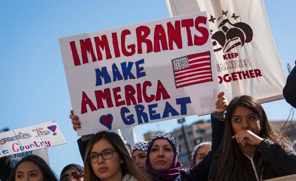 Di dân không giấy tờ trước ngày 1-1-2021 có thể nhập tịch Mỹ? - Ảnh 1.