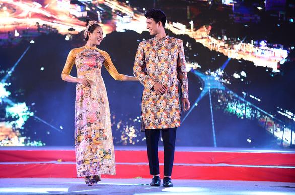 Tết xưa, tết nay Sài Gòn qua áo dài của nhà thiết kế Việt Hùng - Ảnh 7.