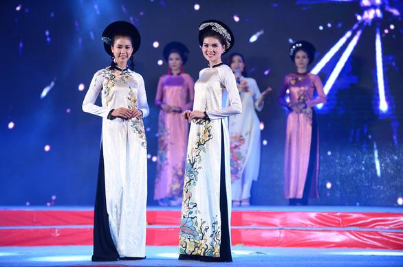 Tết xưa, tết nay Sài Gòn qua áo dài của nhà thiết kế Việt Hùng - Ảnh 6.