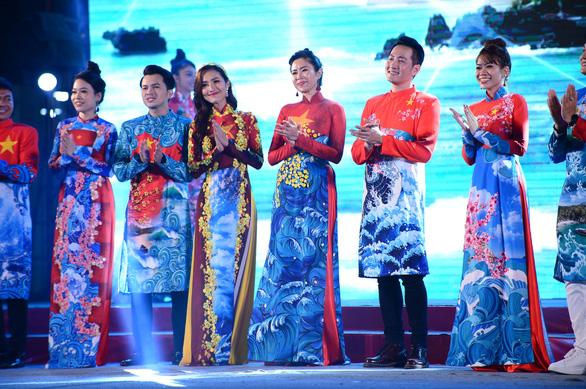 Tết xưa, tết nay Sài Gòn qua áo dài của nhà thiết kế Việt Hùng - Ảnh 5.
