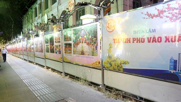 TP.HCM tổ chức triển lãm ảnh Mừng xuân Tân Sửu - Mừng Đảng quang vinh - Ảnh 3.
