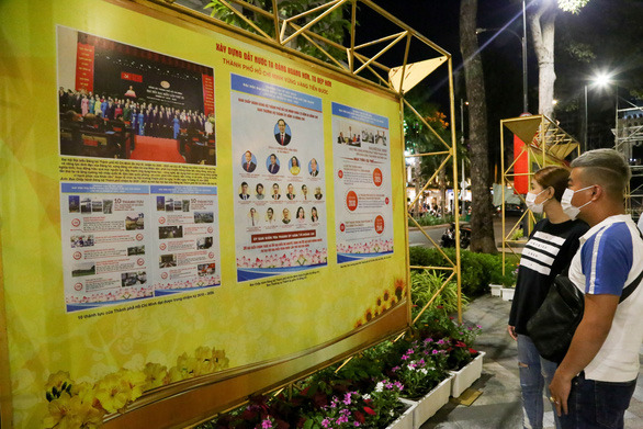 TP.HCM tổ chức triển lãm ảnh Mừng xuân Tân Sửu - Mừng Đảng quang vinh - Ảnh 1.