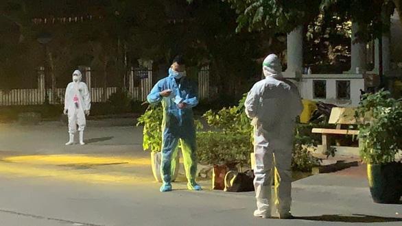 Sáng nay thêm 1 ca bệnh COVID-19 mới ở Hải Dương, phong tỏa đảo Cái Bầu, Quảng Ninh - Ảnh 2.