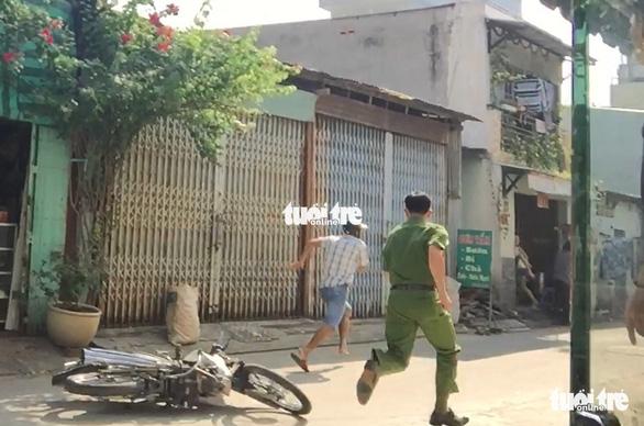 Công an TP.HCM truy tìm nghi phạm cướp giật tài sản ở quận Tân Bình - Ảnh 1.