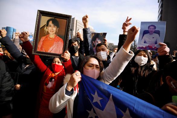 رئیس جمهور بایدن: ارتش میانمار باید قدرت را رها کند ، ایالات متحده تحریم ها را در نظر می گیرد - عکس 2.