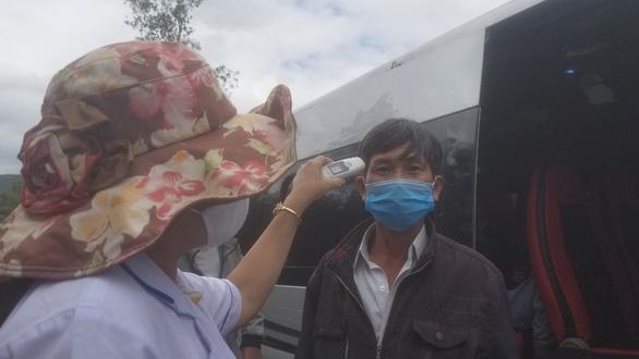 Bệnh nhân mắc COVID-19 ở Gia Lai ghé Bình Định, 8 người phải cách ly - Ảnh 1.