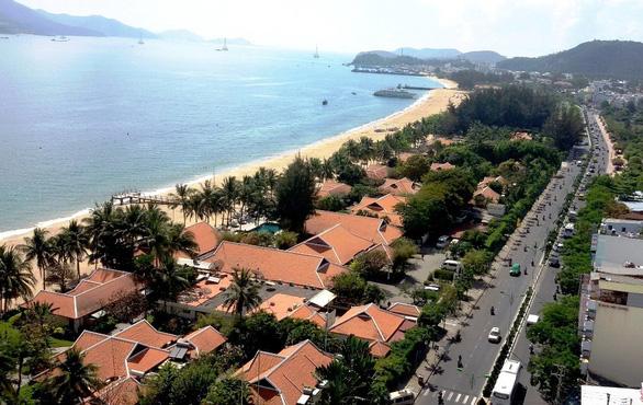 Thu lại mặt biển Nha Trang làm bãi tắm cho dân - Ảnh 1.