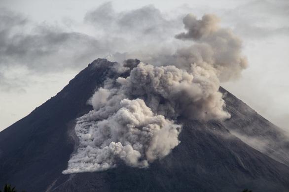 Núi lửa mạnh nhất thế giới phun trào gây hàng trăm trận động đất nhỏ - Ảnh 6.