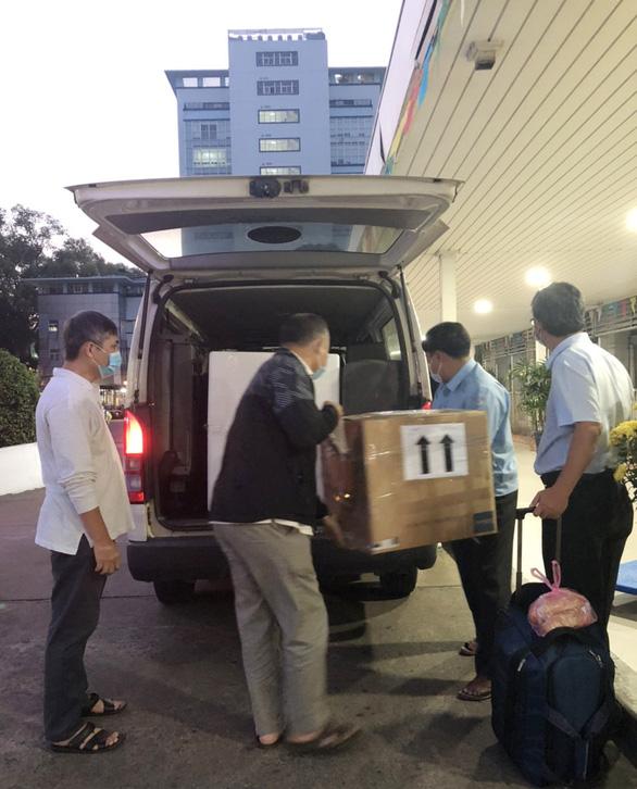 Lực lượng y tế Bệnh viện Chợ Rẫy mang theo máy móc ra Hải Dương chống dịch COVID-19 - Ảnh 2.