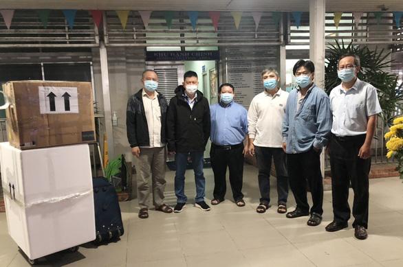 Lực lượng y tế Bệnh viện Chợ Rẫy mang theo máy móc ra Hải Dương chống dịch COVID-19 - Ảnh 1.