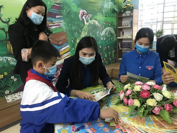 Trẻ em Tày, Nùng hào hứng với thư viện miền núi đẹp như mơ - Ảnh 2.