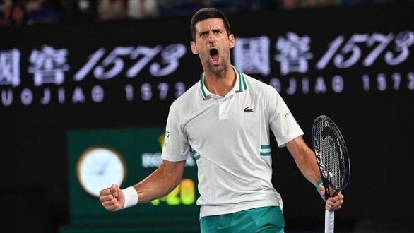 Thắng nhanh Medvedev, Djokovic lần thứ 18 vô địch Grand Slam - Ảnh 1.