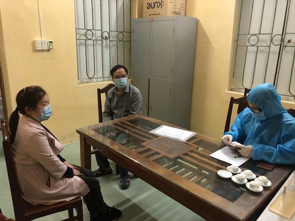 2 chuyên gia Trung Quốc bị phạt tiền vì vi phạm cách ly y tế - Ảnh 1.