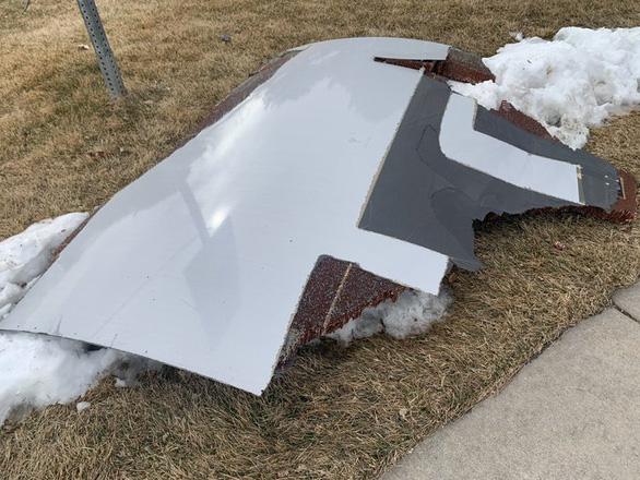 Máy bay Boeing 777-200 mất gần hết vỏ động cơ vẫn hạ cánh an toàn tại Mỹ - Ảnh 3.