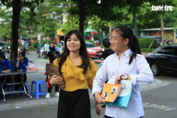 Phụ huynh Hà Nội hoang mang vì quy định tuyển sinh lớp 10 thay đổi - Ảnh 1.