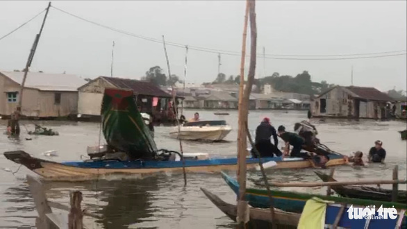 Bắt 5 nghi phạm dùng vỏ lãi đâm công an để cướp lại hàng lậu trên sông Châu Đốc - Ảnh 1.