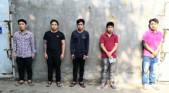 Bắt 5 nghi phạm dùng vỏ lãi đâm công an để cướp lại hàng lậu trên sông Châu Đốc - Ảnh 2.