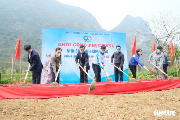 Khởi công phục dựng nhà sàn anh Kim Đồng, khởi động Tháng thanh niên - Ảnh 1.