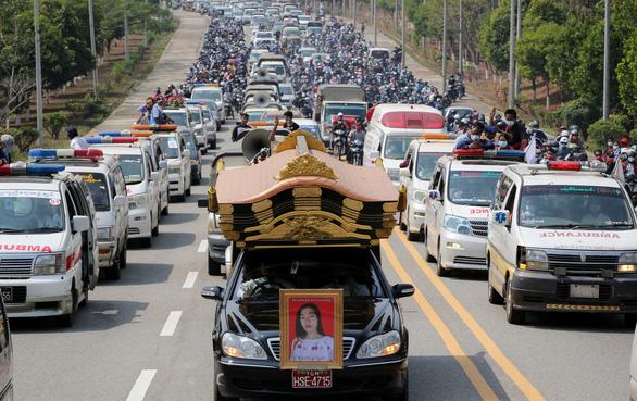 Người dân Myanmar đưa tiễn nữ anh hùng tuổi 20 - Ảnh 1.