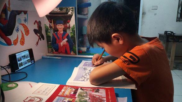 Vượt khó dạy học trực tuyến ở bậc tiểu học - Ảnh 2.