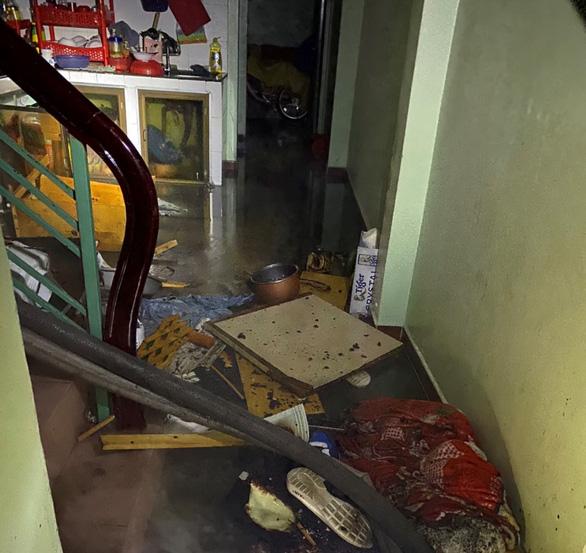 Cứu hỏa bảo vệ 40 triệu đồng khỏi đám cháy cho hai vợ chồng nghèo ở nhà thuê - Ảnh 3.