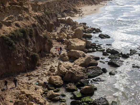 Sự cố tràn dầu thảm họa, Israel đóng cửa toàn bộ bãi biển Địa Trung Hải - Ảnh 1.