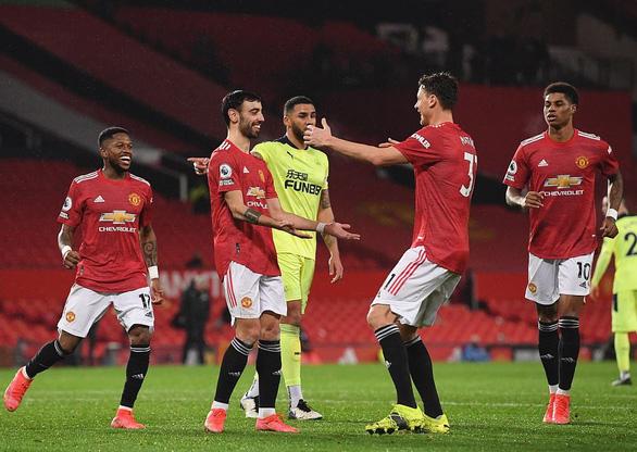 Điểm tin thể thao sáng 22-2: Man Utd đánh bại Newcastle, PSG bại trận - Ảnh 1.