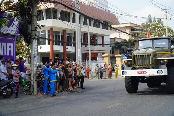 Xúc động hàng ngàn người dân tiễn đưa nguyên Phó thủ tướng Trương Vĩnh Trọng về nơi an nghỉ - Ảnh 8.