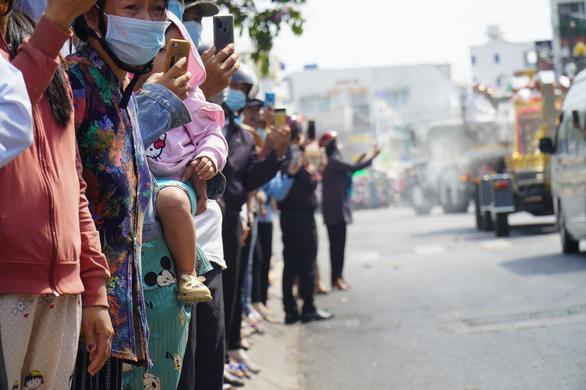 Xúc động hàng ngàn người dân tiễn đưa nguyên Phó thủ tướng Trương Vĩnh Trọng về nơi an nghỉ - Ảnh 7.