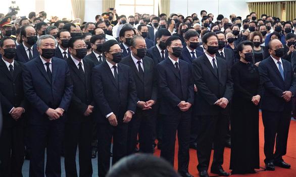 Xúc động hàng ngàn người dân tiễn đưa nguyên Phó thủ tướng Trương Vĩnh Trọng về nơi an nghỉ - Ảnh 3.
