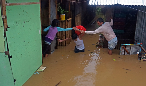 Bão Dujuan đã suy yếu thành áp thấp nhiệt đới - Ảnh 1.