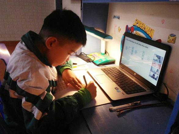 Học sinh lớp 1, 2 ở Hải Phòng dừng học trực tuyến - Ảnh 1.