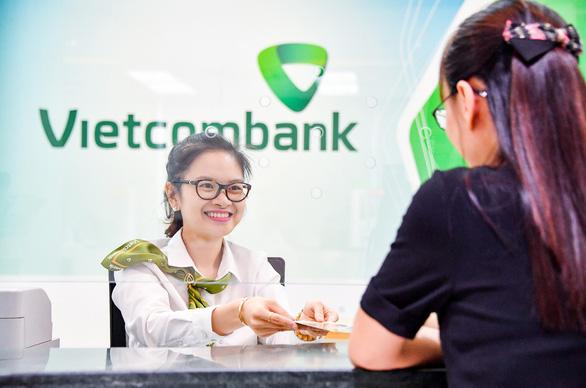 Từ hôm nay, Vietcombank giảm lãi suất hỗ trợ khách vay bị ảnh hưởng COVID-19 - Ảnh 1.