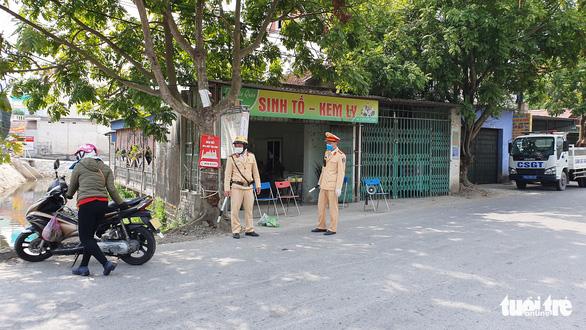 Hải Phòng cấp miễn phí nhu yếu phẩm cho người dân thôn Lôi Động - Ảnh 2.