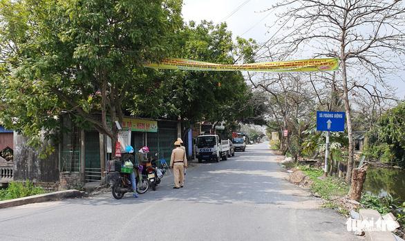 Hải Phòng cấp miễn phí nhu yếu phẩm cho người dân thôn Lôi Động - Ảnh 1.