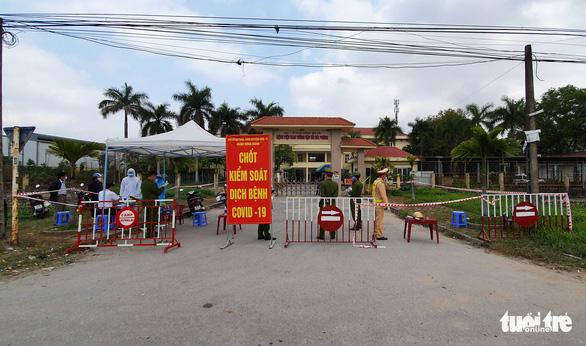 Hải Phòng cấp miễn phí nhu yếu phẩm cho người dân thôn Lôi Động - Ảnh 3.